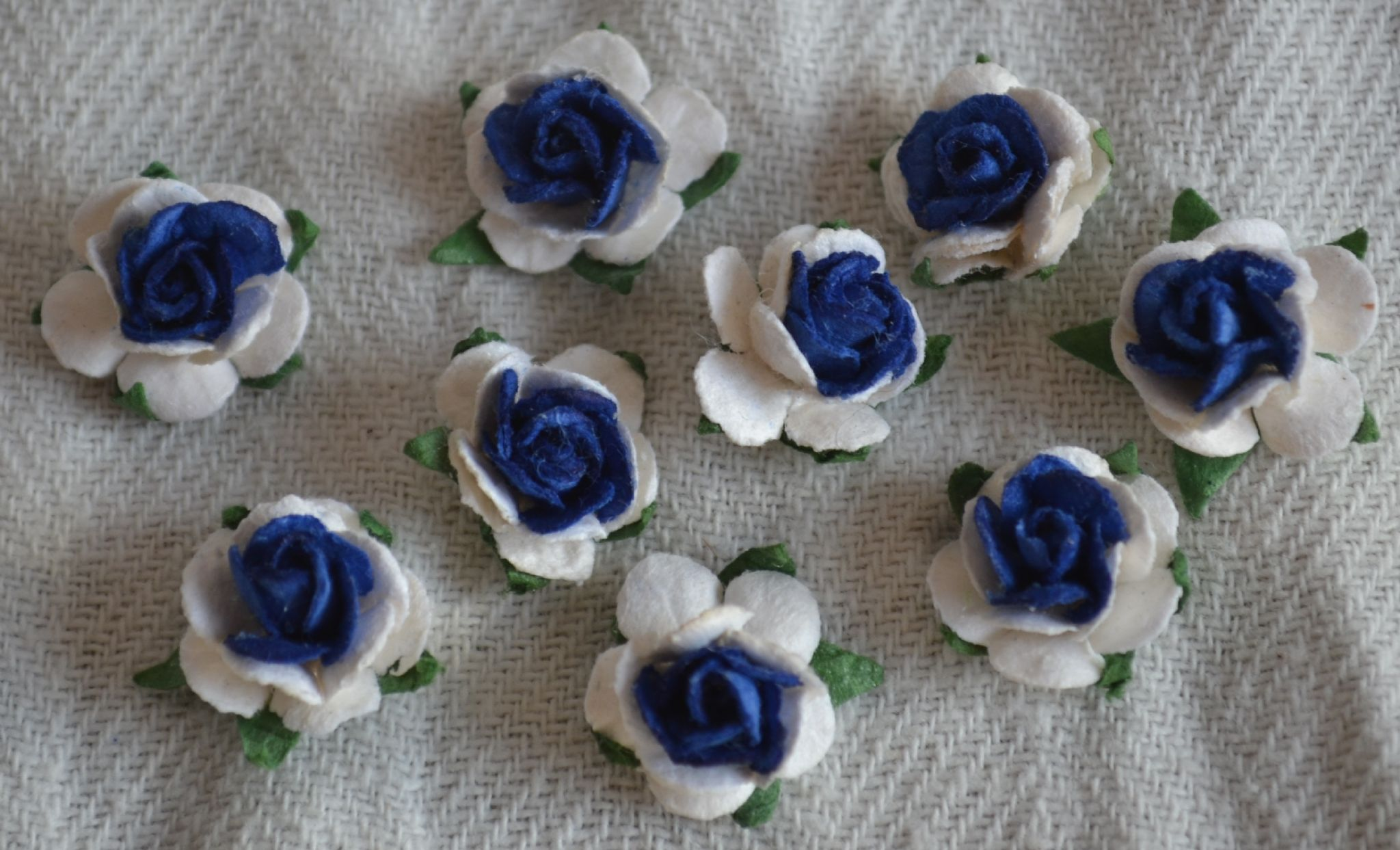 b4d7aaf7478f 1.5cm WHITE ROYAL BLUE CENTER Mulberry Paper Roses (only flower head)